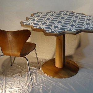 Hexarrow dining table
